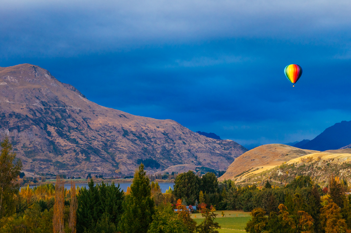 Balloon in the morning above Queenstown and Arrowtown Junction