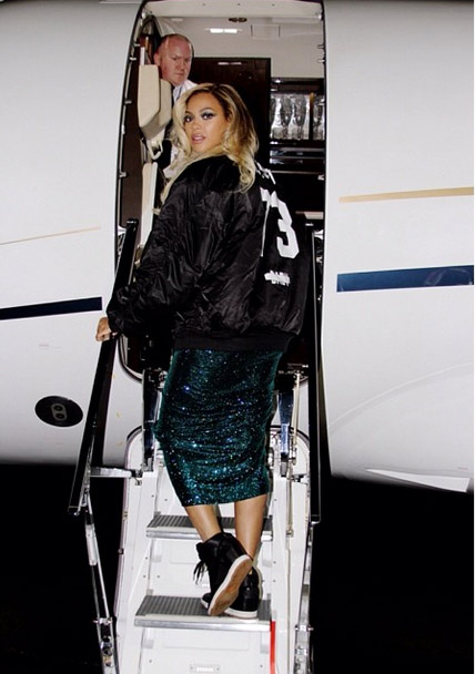 Beyonce getting on a private jet